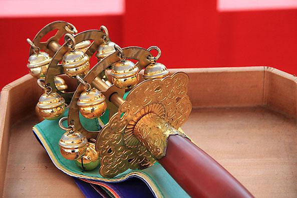 神楽舞で奏でられる鈴の清らかな音色