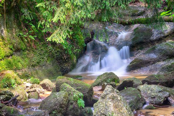 Romantische Wasserfälle und herrliches Naturschauspiel am Kneippweg