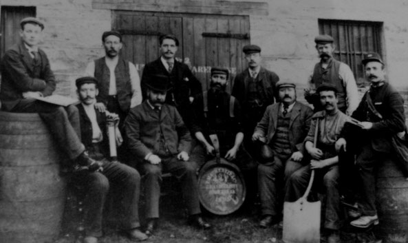 Bild von Sandy Stevenson Old Photograph Distillery Workers Perth Scotland
