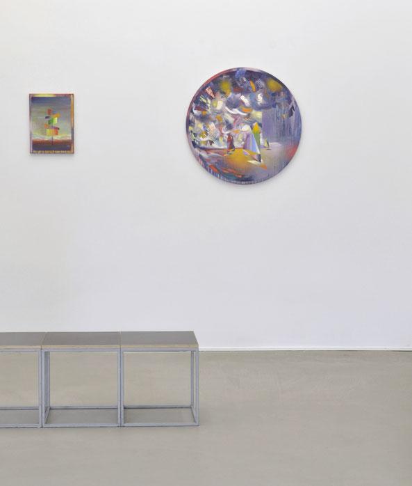 """Matthias Moravek, """"Sign"""", 40 x 30 cm, 2018, """"Trapez"""", 80 x 80 cm, 2019, Ausstellungsansicht """"Menagerie"""", Galerie Greulich, Frankfurt/Main, 2020"""