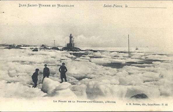Collection privée. Le phare de la Pointe aux Canons Saint-Pierre-L'hiver début 20ème siècle.