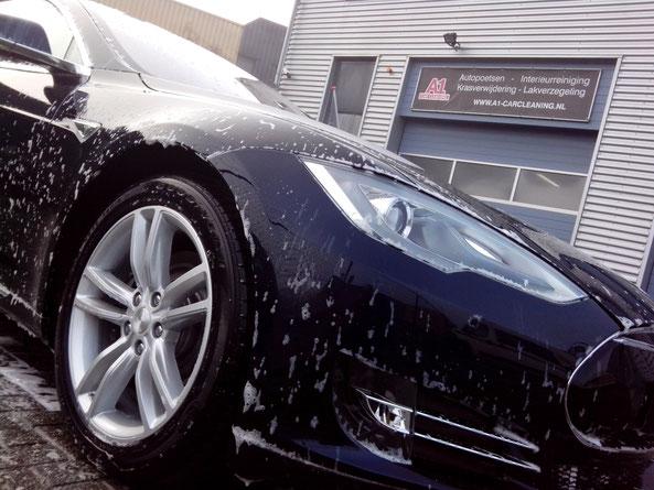 autopoetsen en full detailing begint met autowassen Tesla Model S | A1 Car Cleaning
