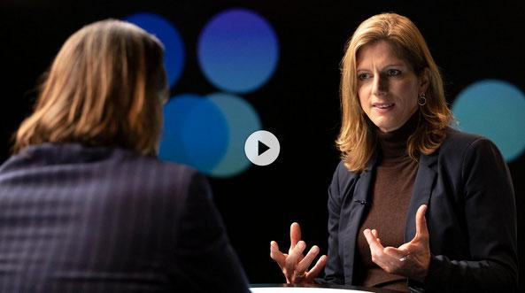 """Precht im Gespräch mit Maja Göpel in der Sendung """"Precht"""" im ZDF - Wie sind Ökonomie und Ökologie angesichts des Klimawandels in Einklang zu bekommen?"""