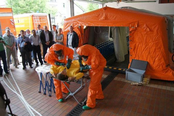 Den Sicherheitsexperten aus zwanzig Ländern präsentierte der ABC-Zug München-Land eine Anlage zur Dekontamination von verletzten Personen