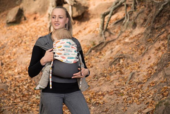 Wandern mit Baby in Babytrage, Huckepack Wrap Tai, Stillen in der Trage