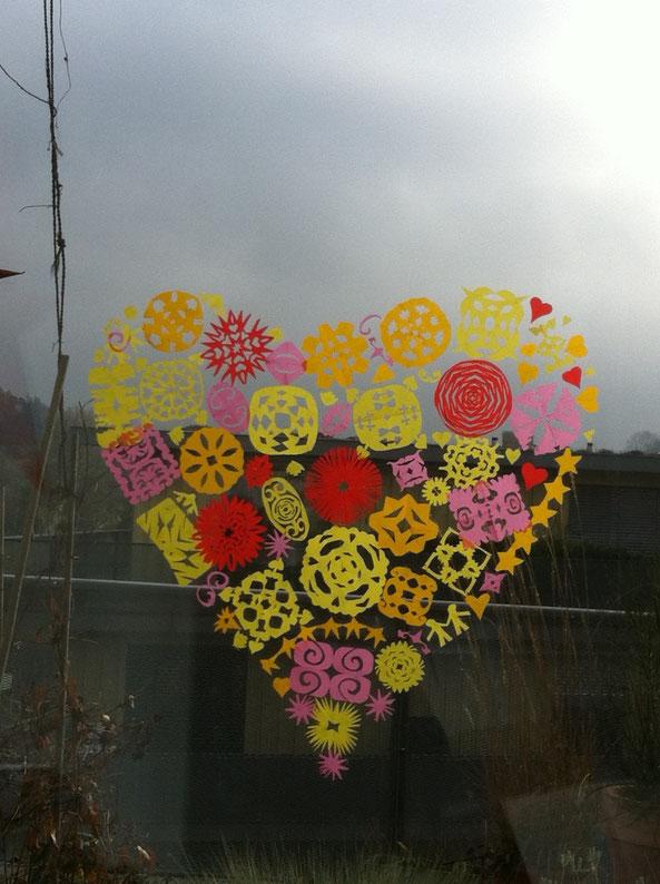 5 Köpfe entwerfen ein Herz für unser Fenster