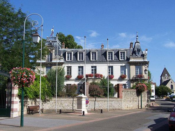 Rathaus von Plaisir - ©Henry Salomé
