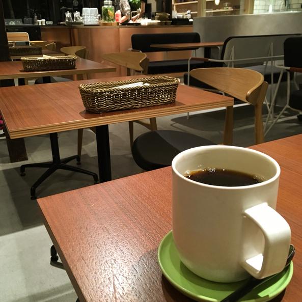わたしにとって「カフェ時間」は、日常の中の「美しい時間」。自分の中が静かで穏やかになります。…【タイム堂】(京都にて)