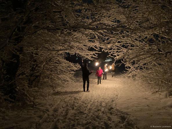 Fackelwanderung im Schnee in Stockum-Püschen