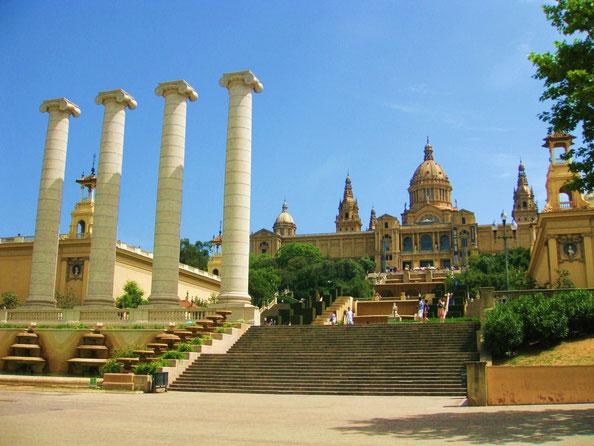 Национальный музей искусства Каталонии на горе Монжуик в Барселоне