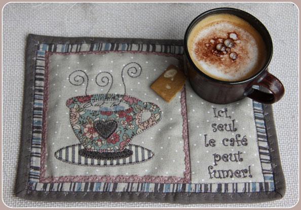 Madame Marie, Aus meinem Atelier, Mug Rug, kleiner Quilt, Untersatz für Tasse