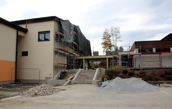 der Stiegenaufgang zum Hauptgebäude wird erneuert
