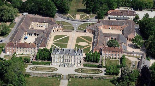 Le Haras du Pin, un domaine de 1200 hectares construit sous Louis XIV. Un lieu privilégié pour passer une belle jeunesse.