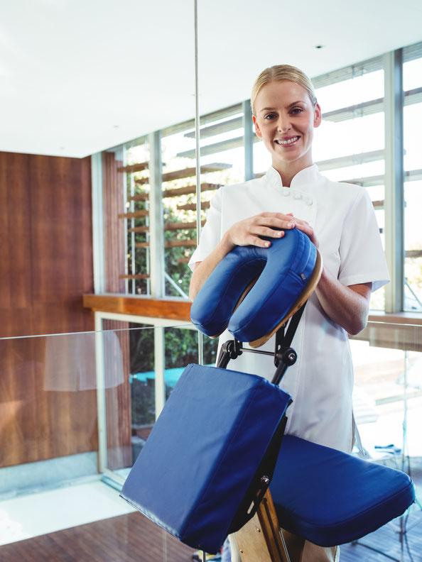 Der Massagestuhl ist für BODYALARM das Instrument der Wahl zur Behandlung von Nacken- und Schulterverspannungen.