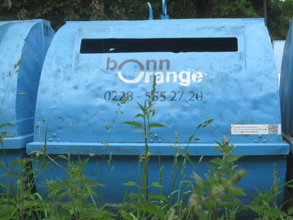 Mülltonne am Sportplatz
