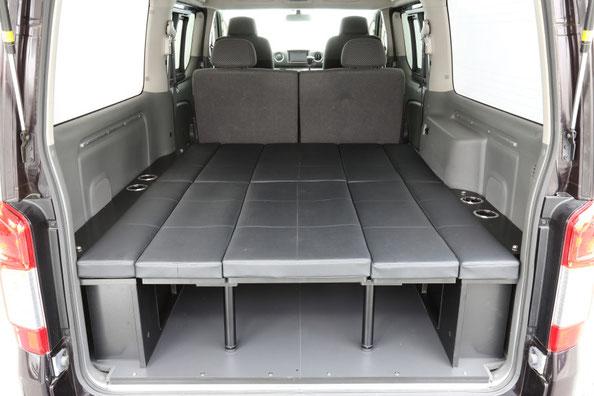 ハイエース、NV350キャラバン用の完全組み立て式の本格ベッドキットで、車中泊やキャンピングを楽しむことができます