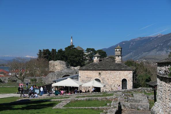 Festungshügel mit Aslan-Pascha-Moschee - Τζαμί Ασλάν Πασά