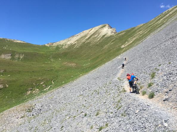 andiamo in direzione della cima del Monte Souberyan, a metà svoltiamo a destra verso il colle delle Munie