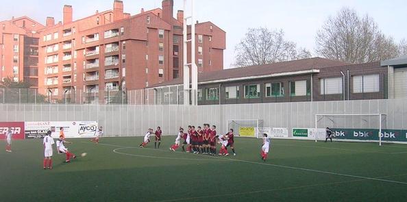 Sergio Francisco anota el gol del empate en el partido de la temporada pasada.