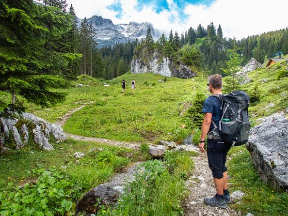 Bereits der Aufstiegsweg zur Hütte führt durch eine tolle Landschaft, der auch mit kleinen Kindern super machbar ist.