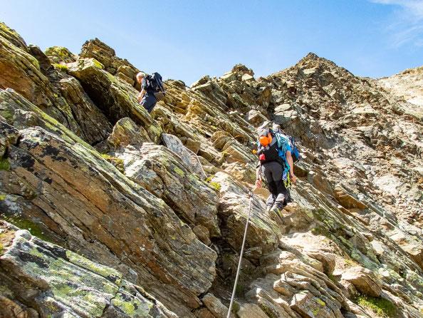 Auf griffigem Fels ging es kletternd immer weiter bergauf.