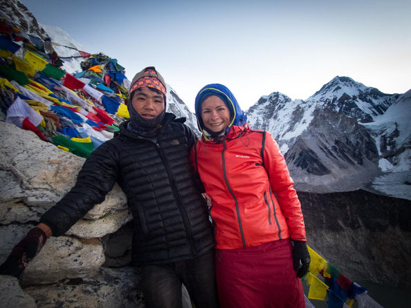 Dil und ich auf dem Kala Patthar. Im Hintergrund die Spitze des Mount Everest.