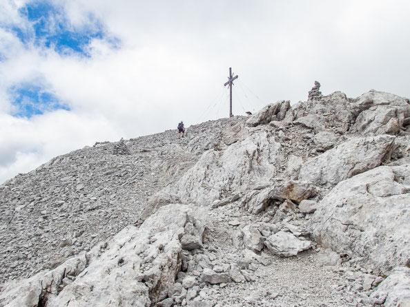 Gleich geschafft - das Gipfelkreuz ist schon in Sicht.