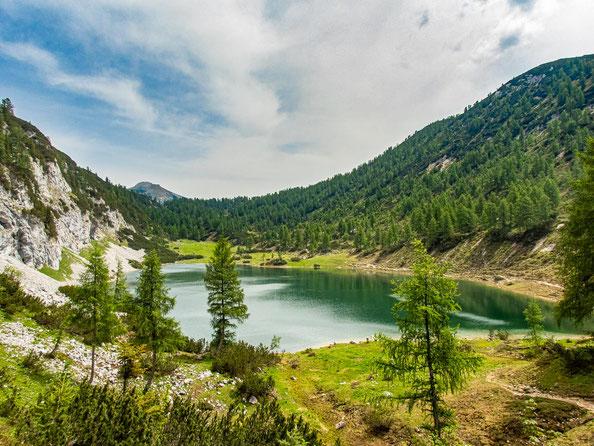 6-Seen-Wanderung im Salzkammergut - dem größten Seenhochplateau in Mitteleuropa. Hier zu sehen - der Schwarzensee.