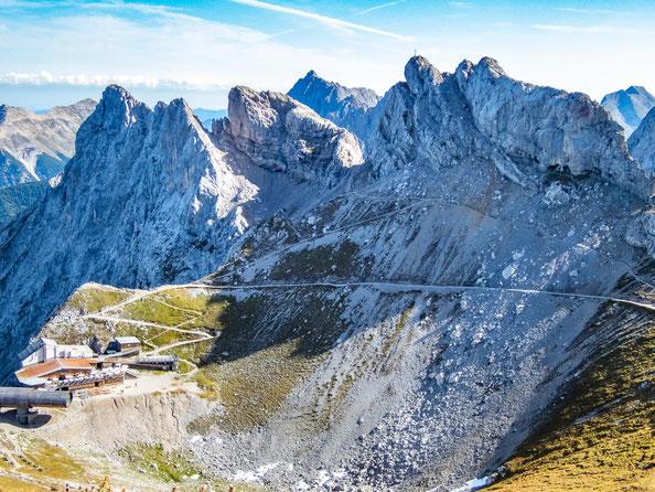 Blick auf die Karwendelbahn und die Westliche Karwendelspitze.