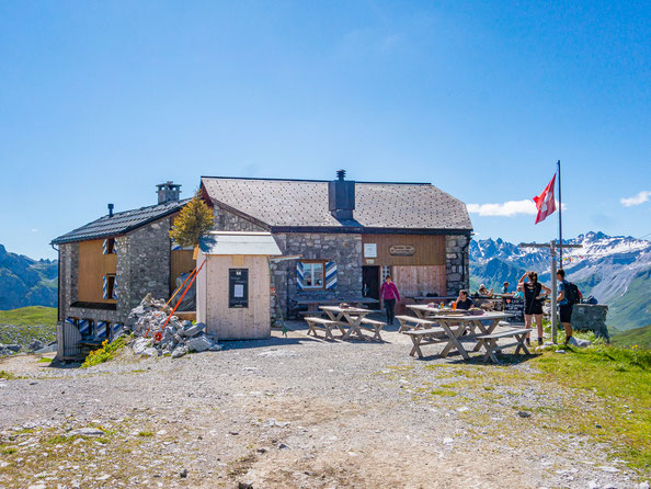 Sehr urig, die Carschina Hütte in Graubünden.
