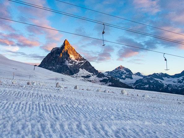 Denkt euch mal die Schlepplifte weg, dann wär's ein toller Ausblick auf das Matterhorn