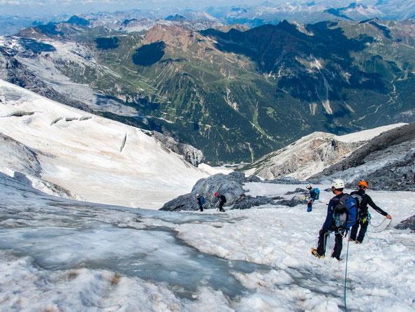 Hier erkennt man das steile Stück, als wir uns gerade im Abstieg befinden. Im Hintergrund sieht man im Grünen das bekannte Stilfserjoch.