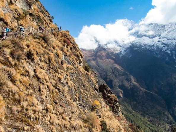 Wunderschön schlängeln sich die kleinen Pfade am Berg entlang