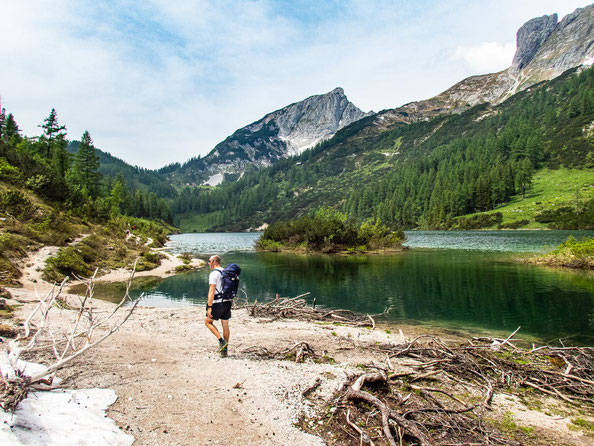 6-Seen-Wanderung im Salzkammergut - dem größten Seenhochplateau in Mitteleuropa. Hier zu sehen, der Steirersee.