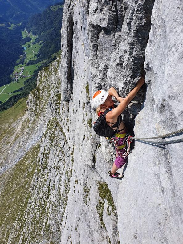 Wendenstöcke, Pfaffenhut, Voie du frère, klettern Mehrseillängen, Berneroberland, BEO, Extrem West, Wenden, Wasserrillen