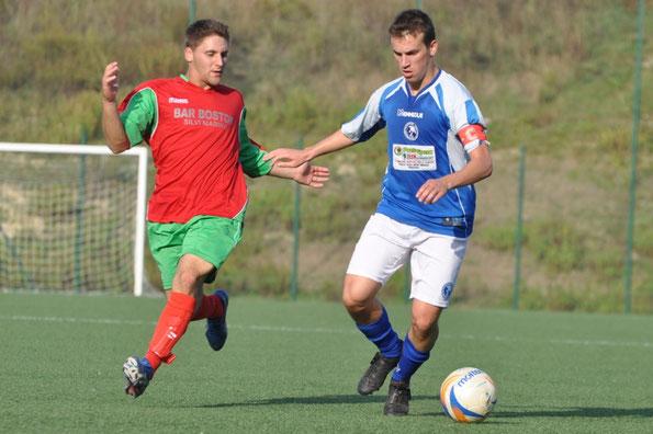 Nella foto il difensore Marco D'Antuono, unico giocatore biancazzurro sempre in campo