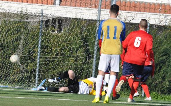 Nella foto il gol di Vincenzo Camerano (11'pt) su calcio di punizione, che sblocca il risultato.