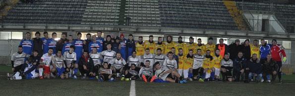 Nella foto di gruppo i giocatori di Spal Lancano (maglia grigia), Fater (maglia royal), e Pescara Nord (maglia gialla).