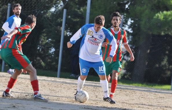 Nella foto l'attaccante Roberto Invernizi (1992), inserito nella lista di svincolo