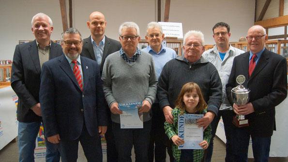 Bei der Eröffnung der Schau der Reisevereinigung Oelde und Umgebung im Drostenhof in Oelde sind am Samstag die erfolgreichsten Züchter geehrt worden.