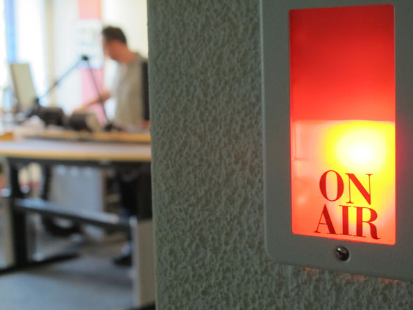 On Air-Lampe im Regionalstudio von Radio SRF in Aarau