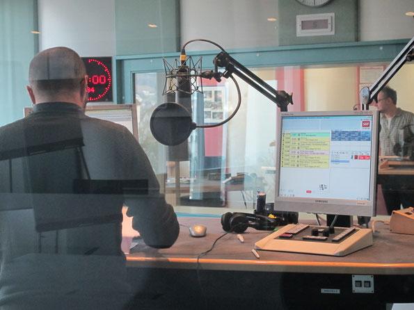 Blick in die Moderatorenkabine von Radio SRF in Aarau: Hier wird das Regionaljournal Aargau Solothurn gesendet.