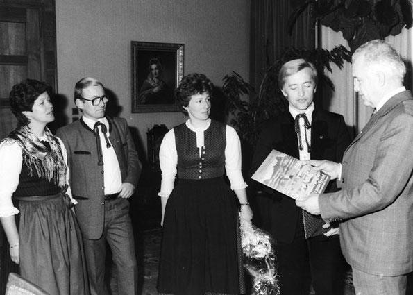 Erste Schallplatten-Präsentation bei Landeshauptmann Dr. Ratzenböck