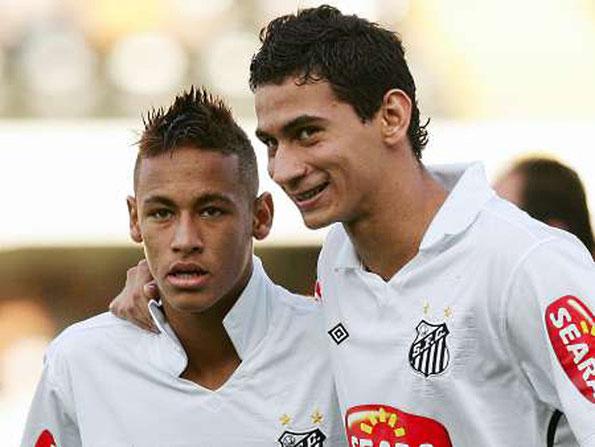 Neymar e Ganso, entrambi giocatori controllati dal fondo DIS