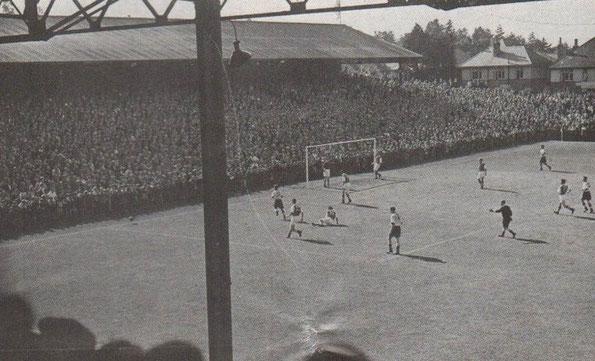 1957 – Contro gli Spurs nella FA Cup, oltre 26000 spettatori