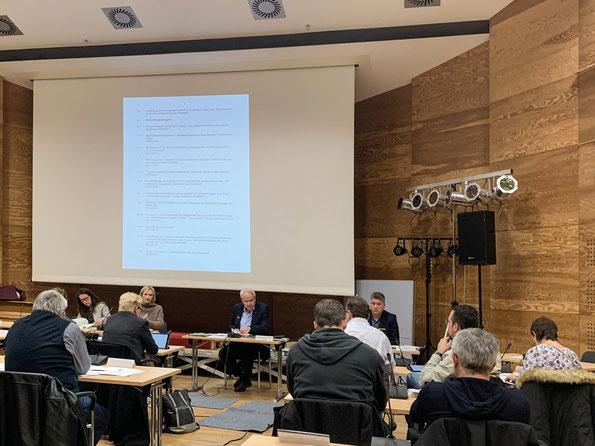 Eine Sitzung der Bezirksvertretung im Bezirksrathaus Wiener Platz.