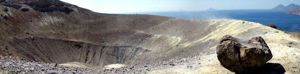 """""""Gran Cratere"""" auf der Insel Vulcano nördlich von Sizilien (aufgenommen von Andreas Schumann)"""