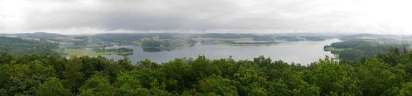Blick vom Mosenturm auf die Talsperre Pöhl nach Regenschauern am 21. Juli
