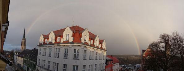 Regenbogen über Falkenstein am 09.03.2020, von der Kirche bis zum Rathaus