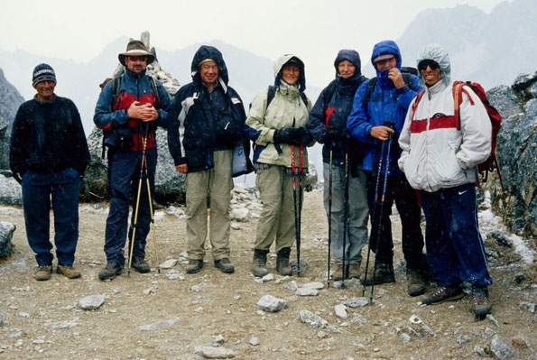 unsere Trekkinggruppe auf der Alpamayorunde (Cordillera Blanca/Peru)